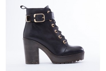 To Be Announced Nutmeg in Black Leather size 8.0