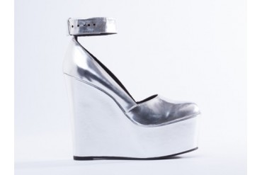 I Desire The Things That Will Destroy Me Bowery in Metallic Silver size 8.0