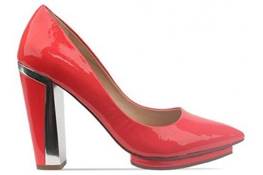 Dolce Vita Serell in Cherry Patent Leather size 6.0