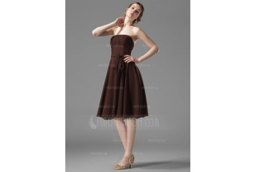 A-Line/Princess Strapless Knee-Length Chiffon Bridesmaid Dress With Ruffle Bow(s) (007004110)