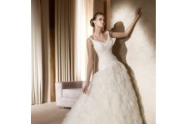 "Pronovias ""In Stock"" Wedding Dress - Style Aire"