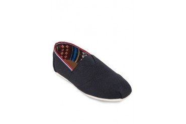 EZRA BASICS by ZALORA Canvas Slip Ons With Contrast Trimming