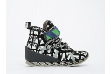 Bernhard Willhelm X Camper Himalaya in Cities Black size 10.0