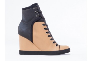 See By Chloe SB21195 in Tan Black size 8.0