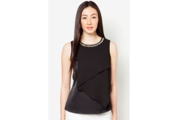 DressingPaula Sleeveless Top Neckline Details