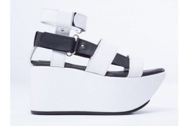 Feminine And Masculine 1954X Resort Platform in White Black size 7.0