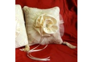Simply Charming Ring Pillows - Style RP4102I