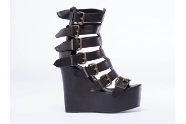 I Desire The Things That Will Destroy Me Below 14 in Black size 5.0