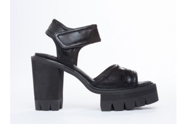 YES Lauper in Black size 6.0