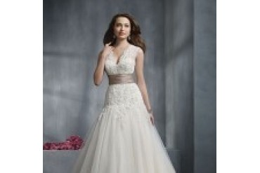"Alfred Angelo ""In Stock"" Wedding Dress - Style 2243"
