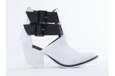 YES Venus in White Black size 5.0