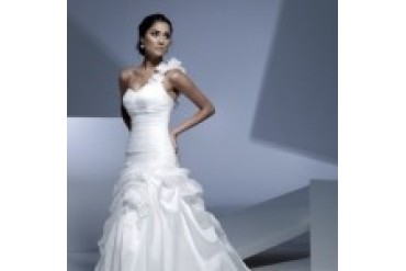 "Ella Rosa ""In Stock"" Wedding Dress - Style BE107"