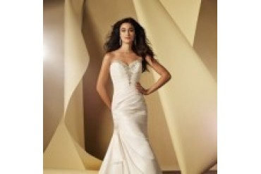 "Alfred Angelo ""In Stock"" Wedding Dress - Style 2404"