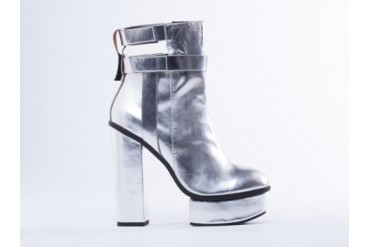 I Desire The Things That Will Destroy Me Hells Kitchen in Silver size 5.0